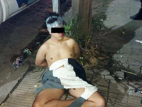 Vecinos desnudaron y golpearon a un ladrón: un menor fue atado a un poste de luz