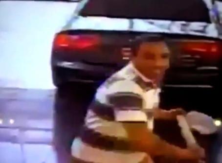 Tremendo ataque de locura: agarró un hacha, entró a la concesionaria y destrozó un Audi