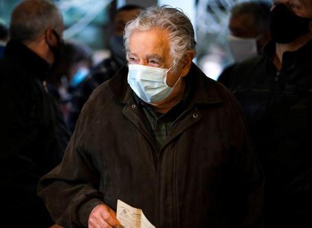 Los expresidentes Mujica y Sanguinetti renuncian a sus bancas de senadores en Uruguay
