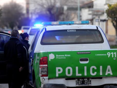 Delincuentes acribillaron a balazos a un joven en medio de un intento de robo y delante de su padre