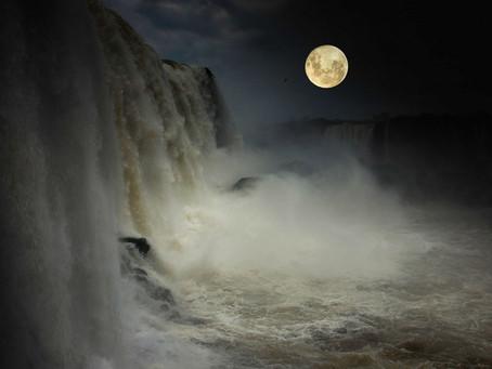 """Misiones promociona del 24 al 28 de febrero los """"paseos de la luna llena"""" en Cataratas del Iguazú."""