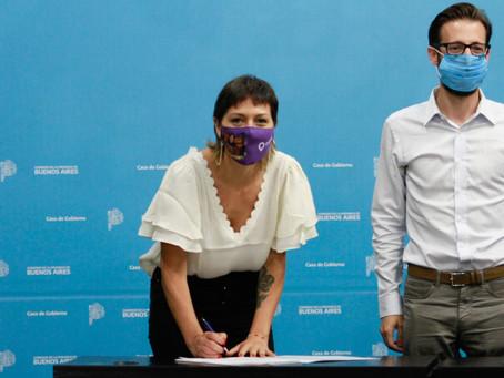 Mayra suscribió convenios con Axel Kicillof para reactivar obras paralizadas y construir viviendas