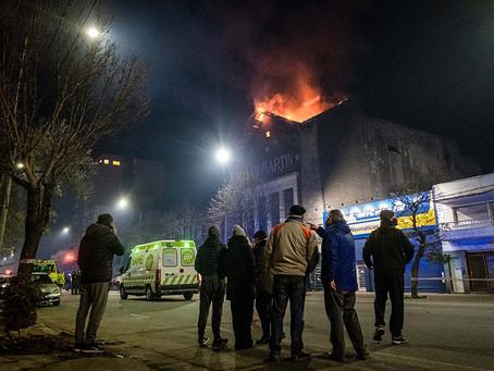 Apagaron el incendio en el ex cine San Martín de Mar del Plata