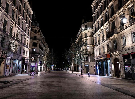 París: calles desoladas en la primera noche del toque de queda por el Coronavirus
