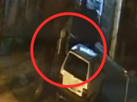 Video: malvivientes robaron un auto estacionada en Bernal Oeste