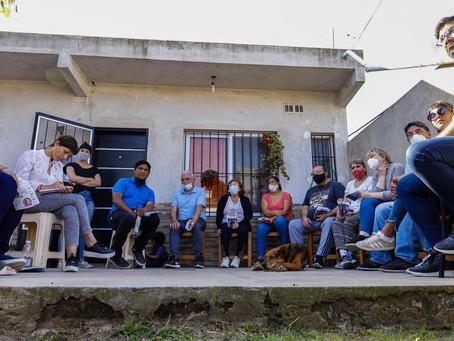 """Mayra con vecinos de Ezpeleta: """"Trabajamos todos los días para tener el Quilmes que nos merecemos"""""""