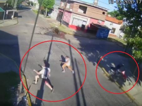 """""""A lo Usain Bolt"""": vecino empezó a correr y le sacó una cuadra de ventaja a los motochorros"""