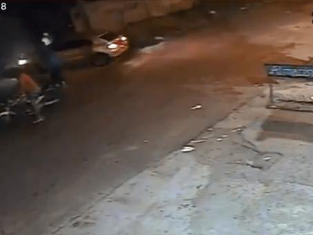 Berazategui: motochorros interceptaron un conductor, vecinos salieron a auxiliarlo y uno fue baleado