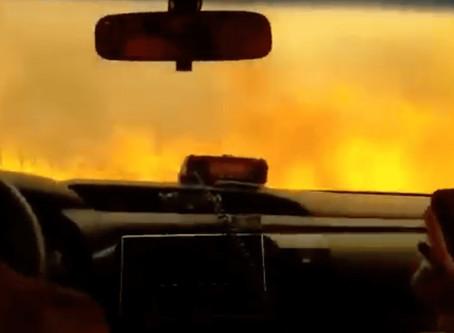 """Impactante video: bombero cruzó un """"túnel de fuego"""" en los incendios de Córdoba"""