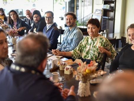 Mayra se reunió con comerciantes de Bernal centro y recorrió locales
