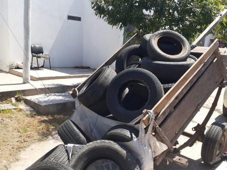 Carreros robaron neumáticos, intentaron escapar y terminaron chocando contra un patrullero