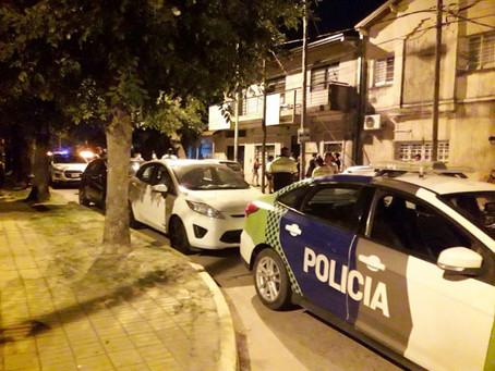 La policía desarticuló una fiesta clandestina en una plaza de Quilmes