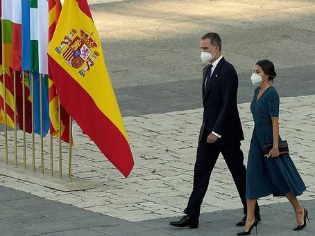 España homenajea al personal de salud y a las víctimas del coronavirus