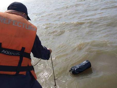 Una embarcación a la deriva, un exCadillac, 37 kilos de cocaína y un muerto