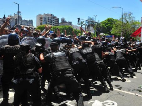 """Cafiero: """"Fue una decisión inconsulta"""" de la Ciudad cortar la fila del velorio de Maradona"""