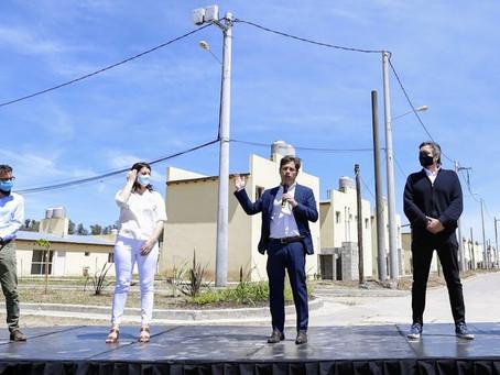 Kicillof entregó viviendas en Moreno junto a Máximo Kirchner