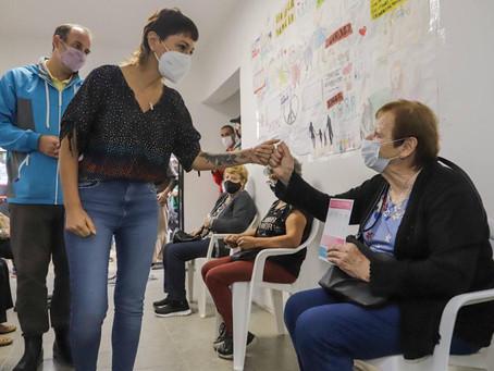 Mayra supervisó la aplicación de vacunas contra el covid en la nueva etapa de la pandemia