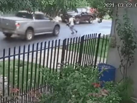 Berazategui: intentó escapar de motochorros y un vecino lo terminó atropellando