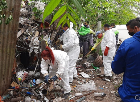 Increíble: llenaron siete camiones con la basura que había en la casa de un acumulador en La Plata