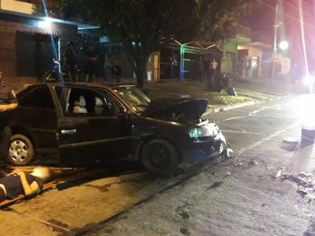 """Quilmes Oeste: conductor """"se comió"""" un volquete y chocó brutalmente con su pareja"""