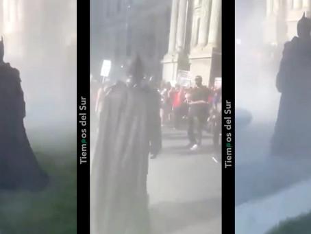 """En medio de la tensión apareció """"Batman"""" para llevar tranquilidad al Capitolio"""