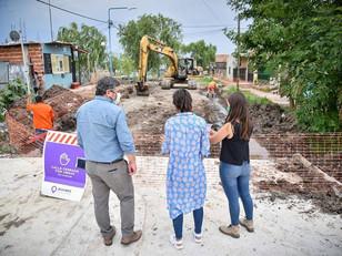 Mayra supervisó las obras de pavimentación de 22 cuadras en el barrio La Matera