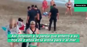 Enterró a su hija en la arena y lo detuvieron