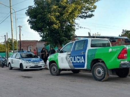 Iban en un auto robado, se hacían pasar por policías y los detuvieron