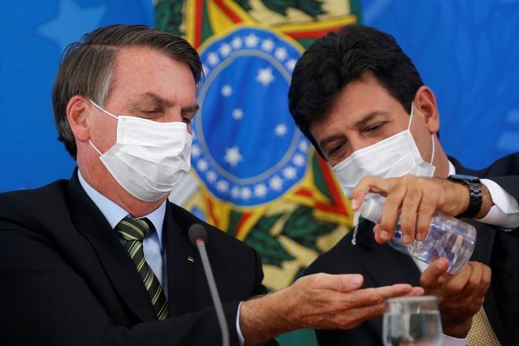 Conmoción en Brasil: Bolsonaro removió del cargo al ministro de Salud