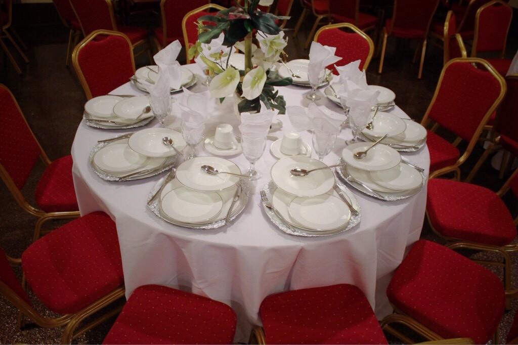 Elegant Table Setting for 10