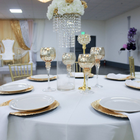 White/Gold Table Setting
