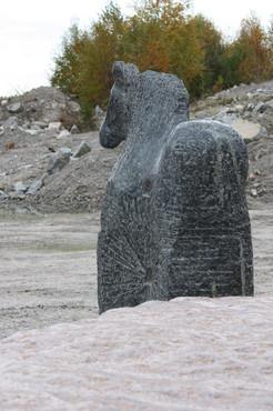 Hest med vogn (Horse with wagon (140x150x50) Stone Larvikitt