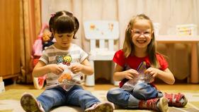 Девочки из детдома в приемной семье научились говорить и ходить