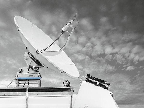Antena satélite móvil con rodamiento Franke