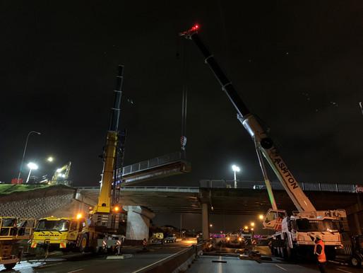 Dos grúas Grove de cinco ejes trabajan juntas para reemplazar un puente en Nueva Zelanda