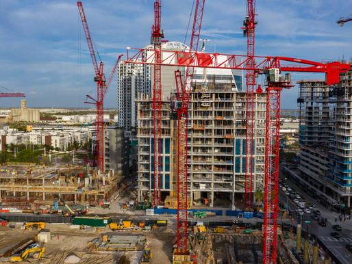Flota de grúas Potain apoya la construcción de un complejo de viviendas en Tampa