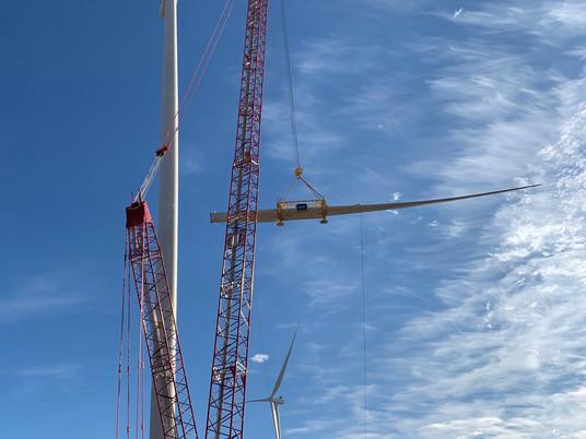Quatre grues sur chenilles offrent des performances remarquables dans un parc éolien texan