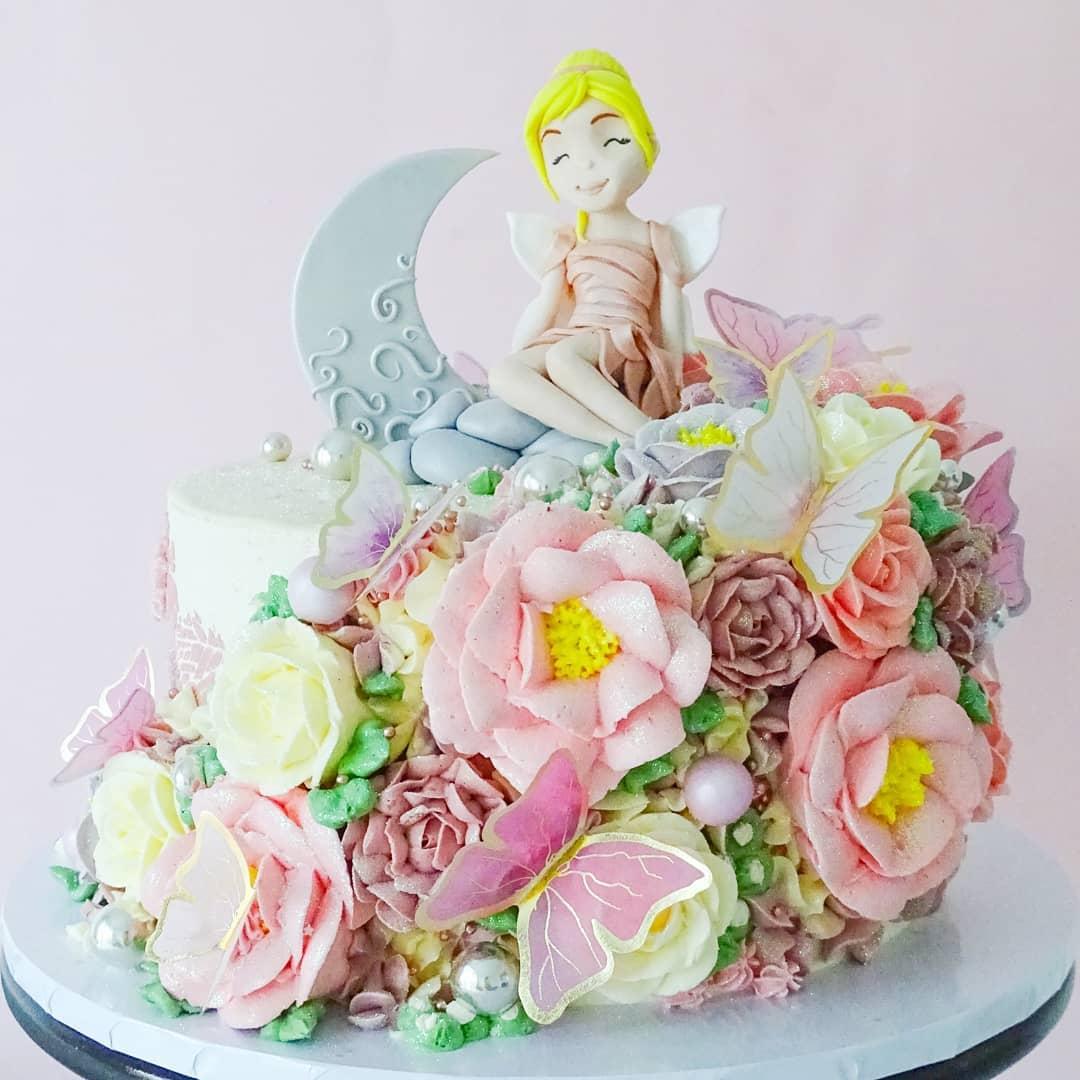 Fairy & Moon floral cake