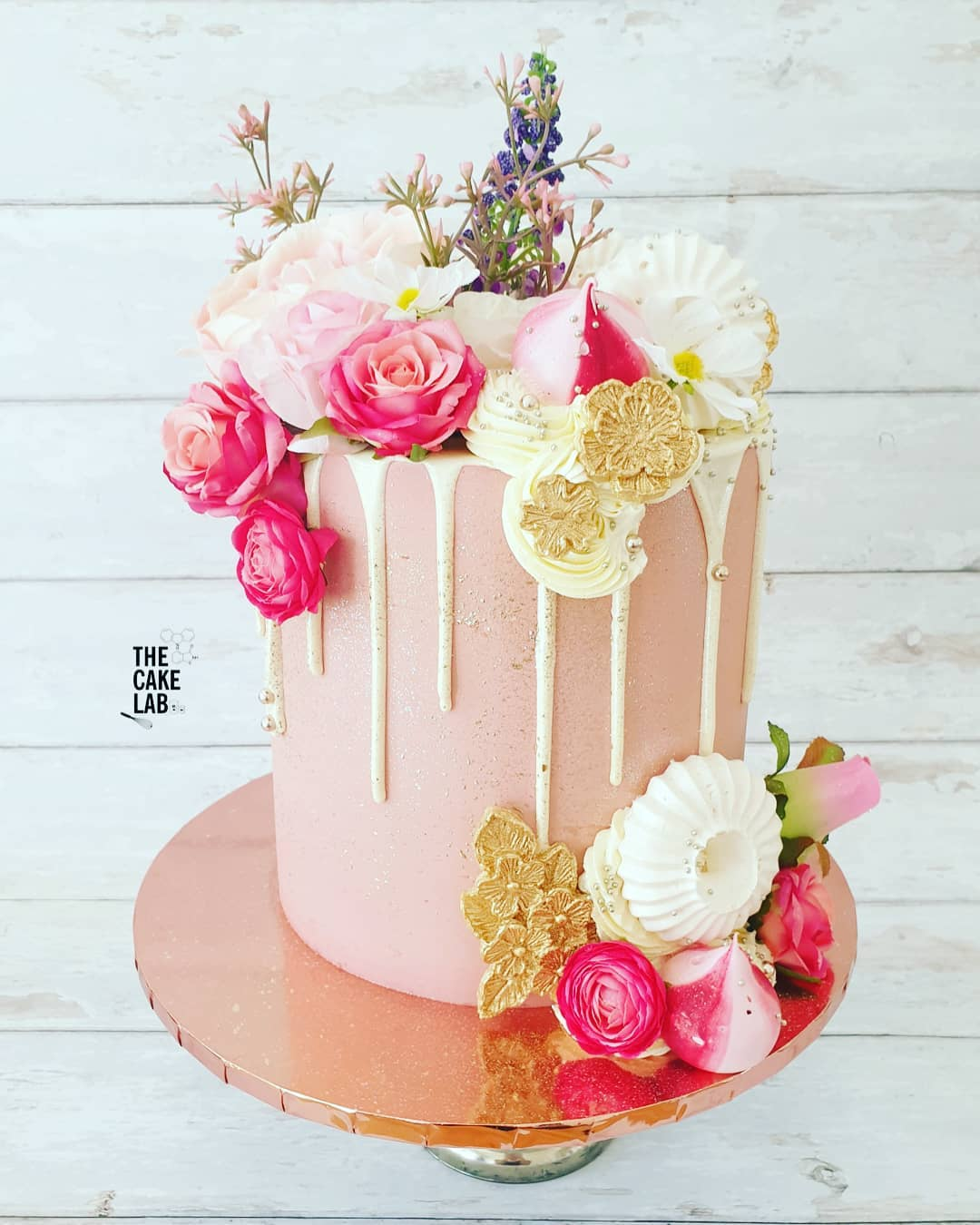 It's a girl floral cake