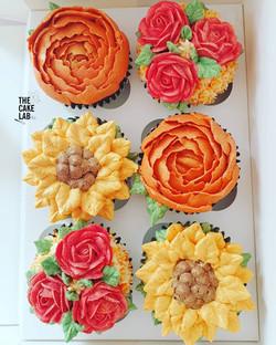 Autumn coloured floral cupcakes