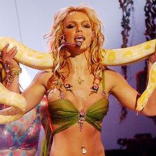 t-britney-spears-2001-vma-snake.jpg