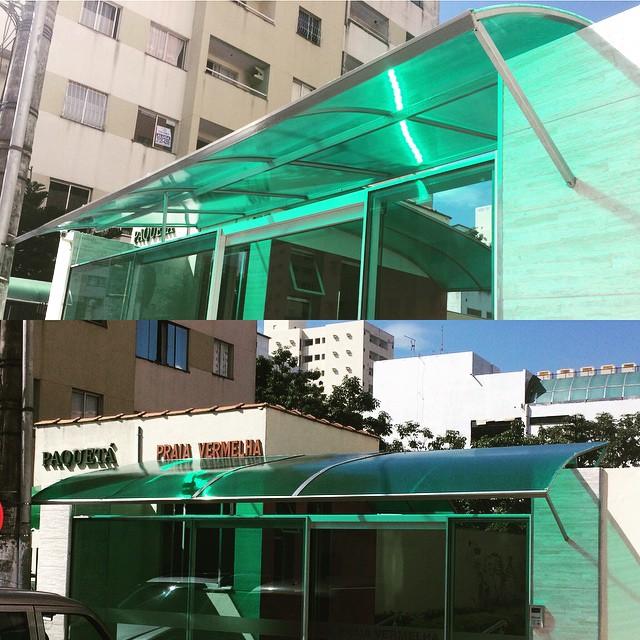 Cobertura em policarbonato para fachada