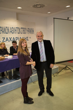 Τζιούρνα Ευαγγ.(4χ100μ ΝΕΩΝ ΓΥΝΑΙΚΩΝ) βραβείο από τον Κοσμήτορα ΤΕΦΑΑ Σπ.Κέλλη