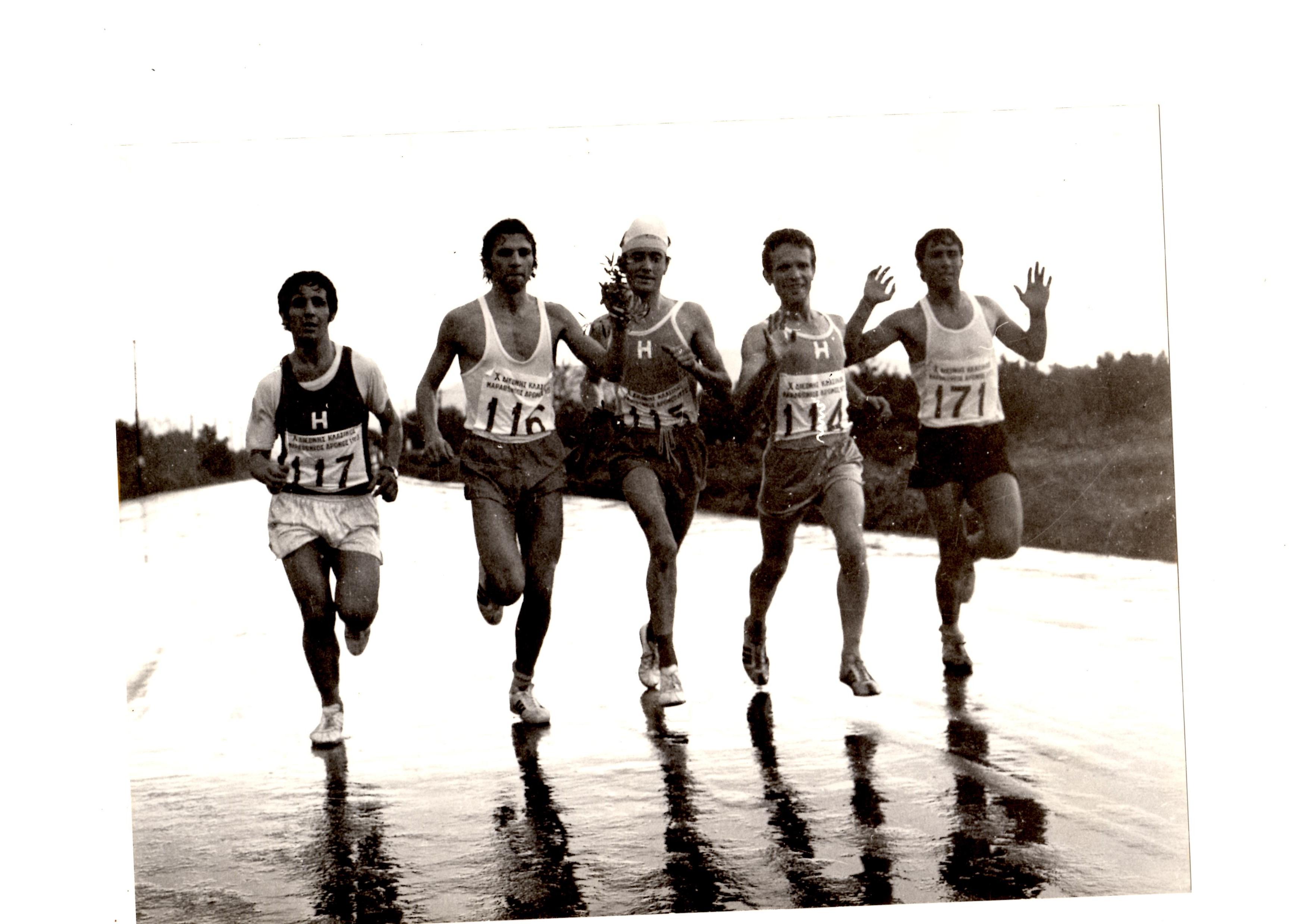 1973..Διεθ.κλασ.μαραθ.Αθηνας..Η ομαδα του Ηρακλη στη διαδρομη
