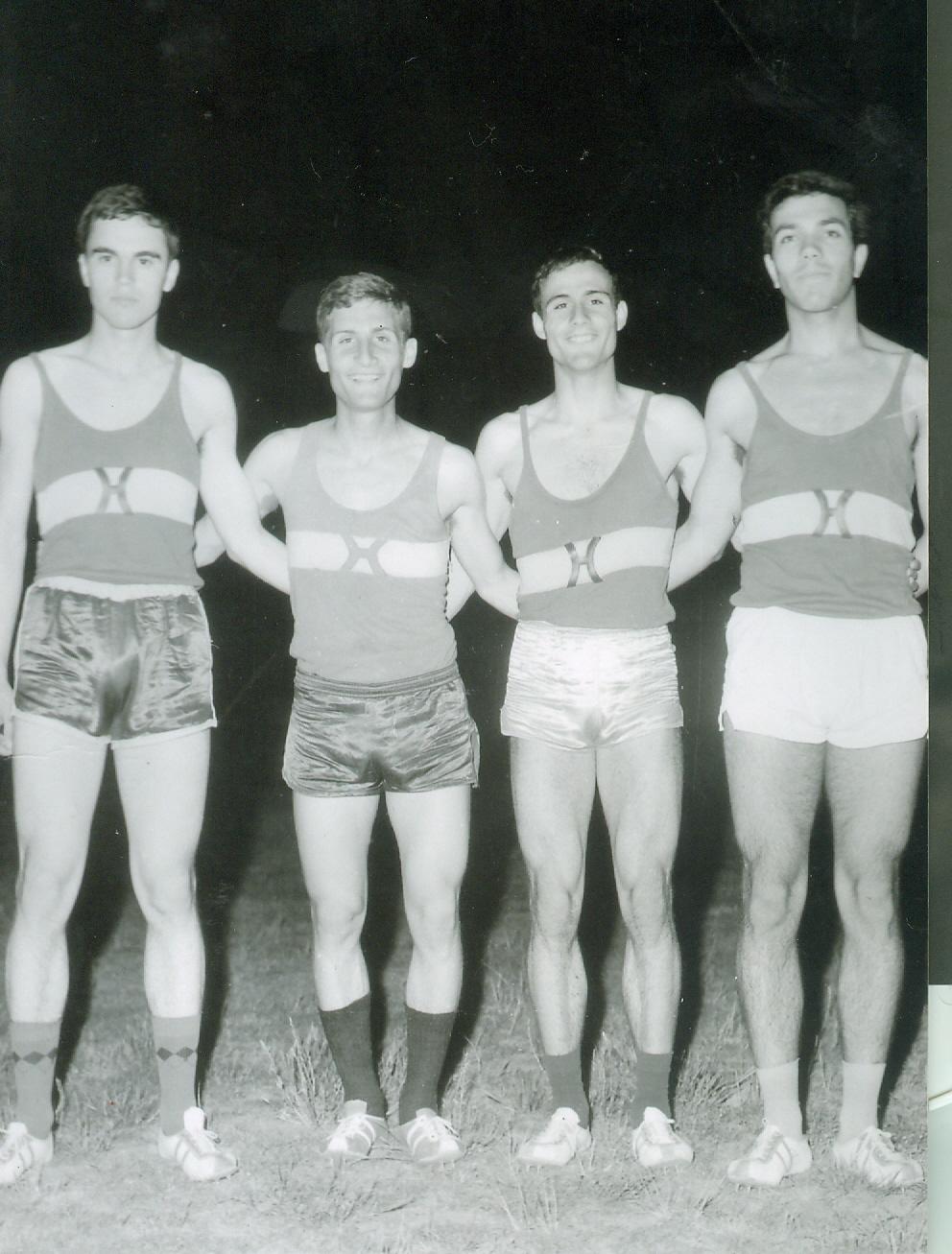 Απο αριστερα ΣΤΟΓΙΟΣ,ΣΤΑΘΗΣ,ΦΡΑΓΚΟΠΟΥΛΟΣ,ΚΟΥΜΠΡΟΓΛΟΥ(Καυτανζογλειο 1968)