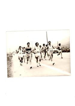 1974..Διεθ. κλασ. μαραθ.Αθηνας..Διπλα ο Σ.Παγκαλος