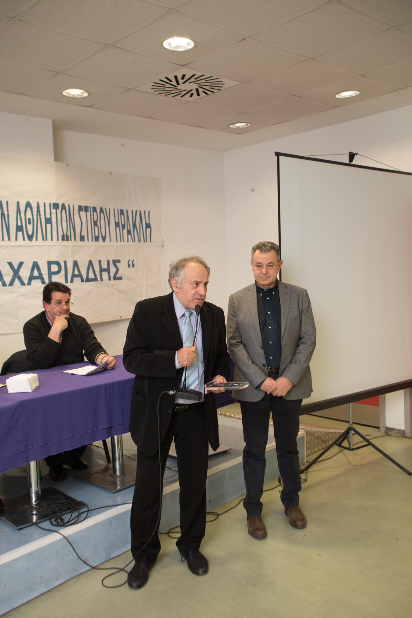 Μουμουλίδης Γιάν. βραβείο από Απόστ.Μιτιντζή(πρόεδρος επιτροπής διοίκησης Καυτανζόγλειου)
