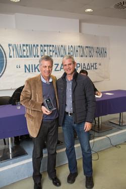 Τσίντζιλης Γιώργος βραβείο από Φίλ.Λαζαρίδη
