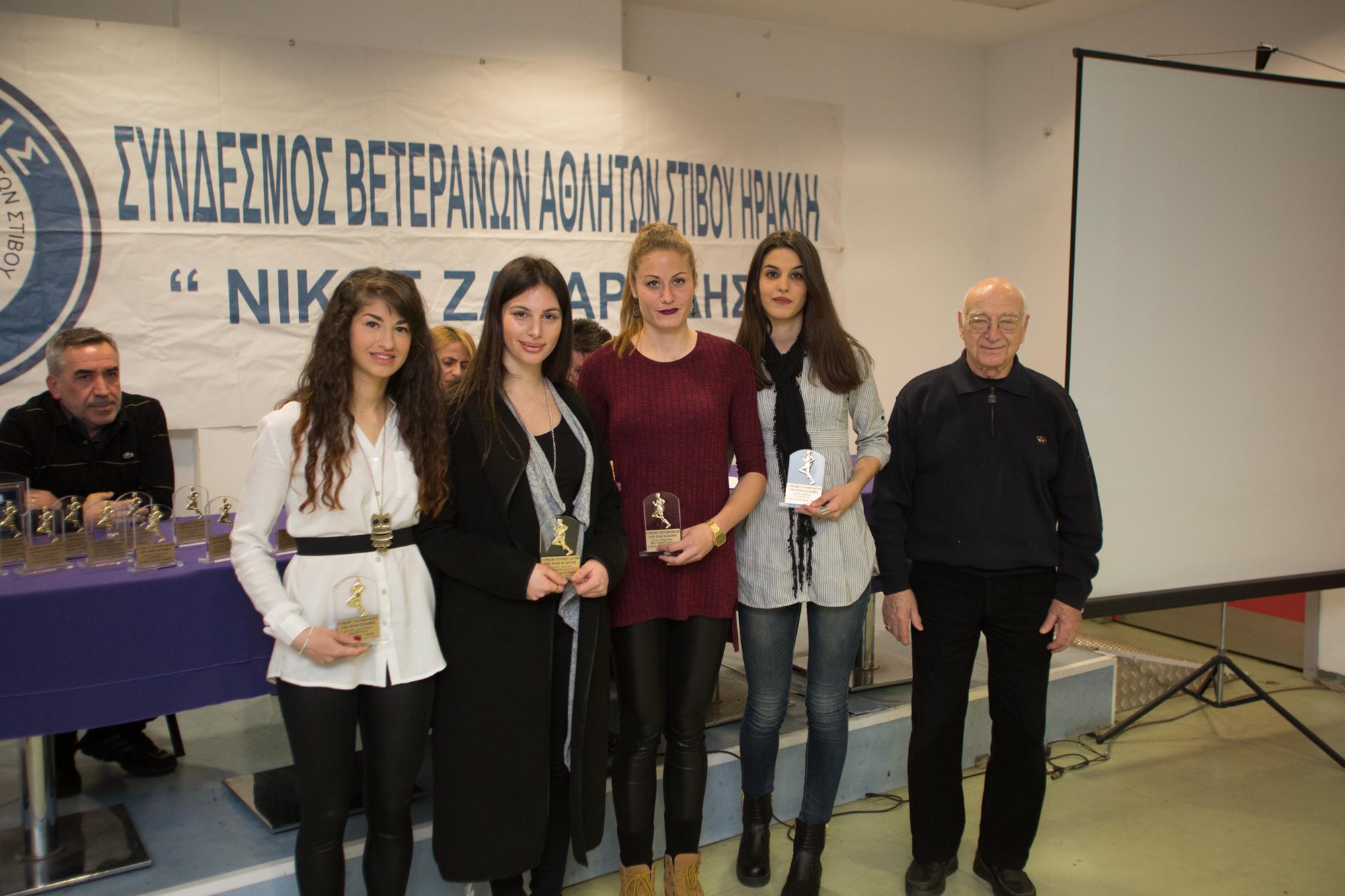 Ομάδα 4χ400μ ΝΕΩΝ ΓΥΝΑΙΚΩΝ(Λουκίδου,Χαντζαρίδου,Θεοπεμτίδου,Ξένου) βραβείο από Πτολεμαίο.