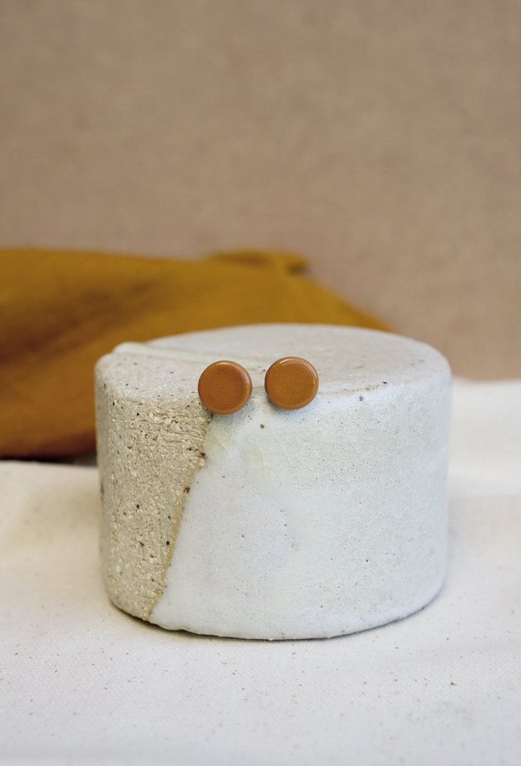 tan-small-stud-2_8ae06437-0a9a-4333-be28